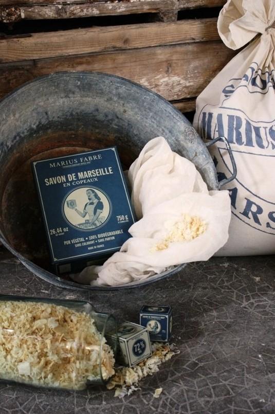 copeaux de savon de marseille 750 g dans une boite savon de provence. Black Bedroom Furniture Sets. Home Design Ideas